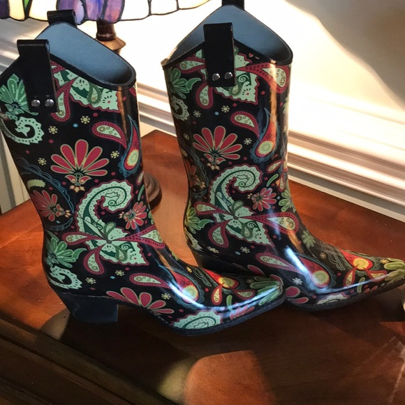 18545f206aa Nomad Western Yippy Rain Boots NEW Paisley Size 9 NWT